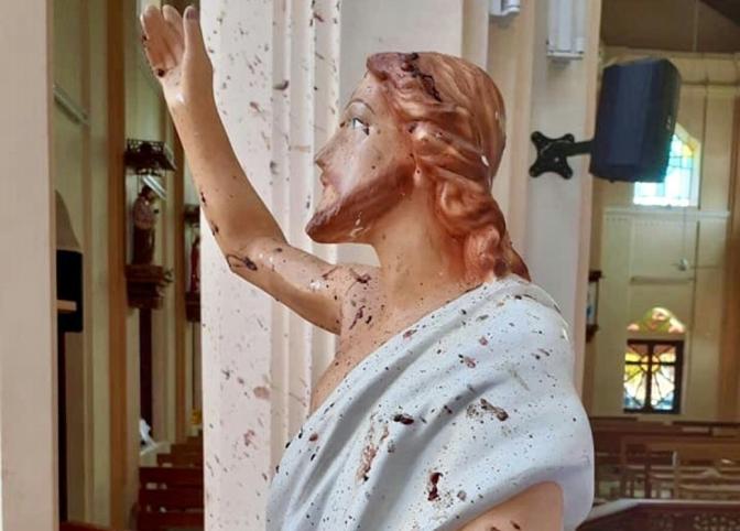 290 DEAD IN SRI LANKA CHURCH BOMBINGS